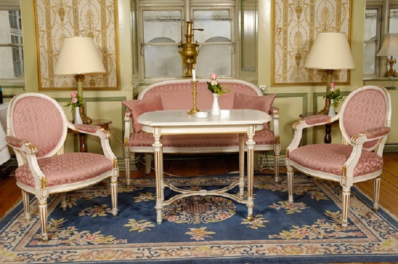 Antique Furniture Retaining the Class and Discovering Its