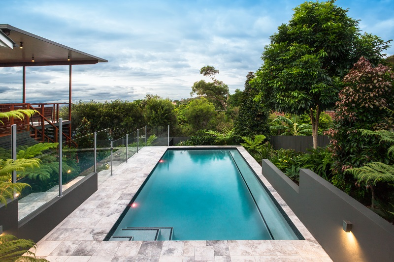 Give a Luxurious Look to the Pool by Installing Glass Pool ...